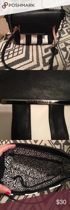Brand new Steve Madden purse Brand new Steve Madden purse with shoulder strap Steve Madden Bags Crossbody Bags