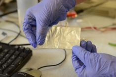 Flexible aluminum battery charges fast, stable for over 7,000 cycles | Ars Technica