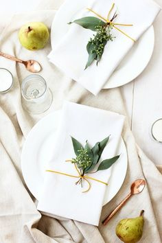 Chic, minimalist Thanksgiving table decor that doesn't look like your mom's: Minimal Thanksgiving table ideas