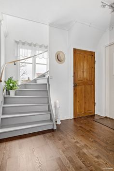 Timber Staircase, Urban Outfitters Home, 1920s House, Staircase Makeover, Warm Home Decor, Painted Stairs, Entry Hallway, Swedish House, Home Additions