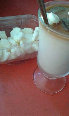 Jeges habcsók Daiquiri, Glass Of Milk, Mousse, Smoothie, Drinks, Food, Smoothies, Beverages, Essen