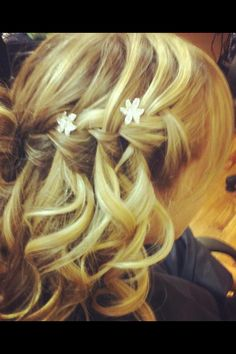 It looks like a French braid of some kind. Do you like it?