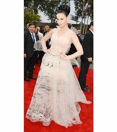 Katy Perry'nin Valentino couture elbisesinin referansları fazla açık. Etiketinde bu kadar sevdiğimiz bir isim yazmasına rağmen heyecanlanamadığımızı itiraf etmeliyiz.