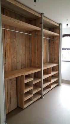 20 Brilliant DIY Pallet Furniture Design Ideas to Inspire You - diy pallet creations Diy Furniture, Pallet Wardrobe, Home Furniture, Pallet Closet, Diy Pallet Furniture, Closet Designs, Home Diy, Pallet Patio Furniture, Wooden Diy
