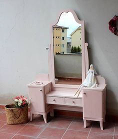 HaM / Toaletka Peu La Rose Vintage vanity table in pink - shabby. Makeover diy with chalk paint Annie Sloan
