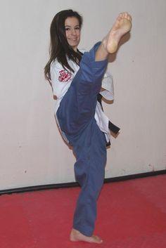 Martial Arts Styles, Martial Arts Women, Mixed Martial Arts, Taekwondo Girl, Karate Kick, Tough Woman, Female Martial Artists, Female Fighter, Female Feet