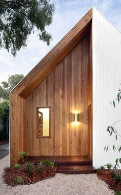 Adorable and Cozy Renovated Cottage: Barwon House by Auhaus Architecture DesignRulz.com