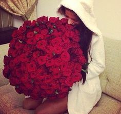 Surprising a girl with flowers beautiful flowers 2018 beautiful i am meeting my girlfriend for the first time what is the best gift now for the second situation where you know that your girl is a foody or someone with a mightylinksfo