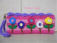 Portalápices en Crochet ¡¡Llega Septiembre!! | Otakulandia.es Bag Crochet, Crochet Girls, Crochet Purses, Cute Crochet, Crochet Crafts, Crochet Toys, Crochet Projects, Crochet Pencil Case, Bag Pattern Free