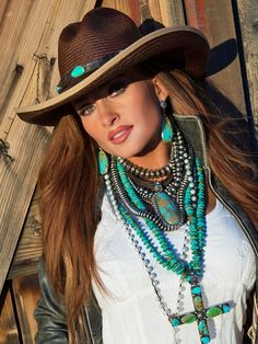Layered turquoise and sterling necklaces. Western Boho Look. Cowgirl Chic, Cowgirl Mode, Estilo Cowgirl, Cowgirl Hats, Western Chic, Cowgirl Outfits, Cowgirl Style, Western Wear, Cowgirl Dresses