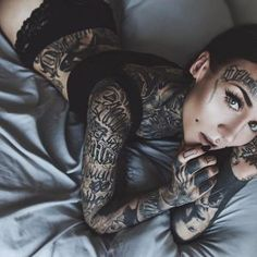 There is some really good work on this site. Monami Frost (via IG-monamifrost) Tattoo Girls, Sexy Tattoos For Girls, Inked Girls, Girl Tattoos, Tattoos For Women, Tatoos, Tattooed Women, Monami Frost, Hot Tattoos