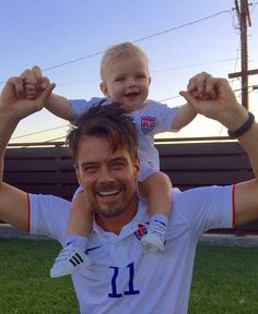 Josh Duhamel and baby Axl awe this is just precious and so sweet of Daddy !!! <3 Plus he is so Cute and he is handsome !!!