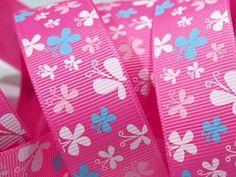 Wunder schönes Ripsband Schmetterlinge      Schmetterlinge über Schmetterlinge in weiß, rosa, türkis die ein neues Plätzchen zum landen suchen !    100% Polyester  1,10€/m  Breite: 25mm        Sie kaufen eine Einheit, Länge 1,00m x Breite 25mm    direkt von der Rolle  Beim Kauf mehrerer Einheiten liefere ich in einem Stück !
