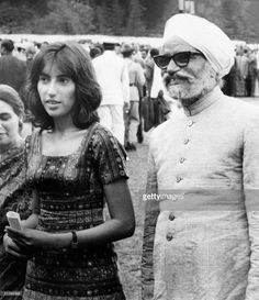 Benazir Bhutto and Foreign Affairs Minister of India Swaran Singh stand together on 28 June 1972 in Simla where Pakistani President Ali Bhutto and Prime Minister Indira Gandhi of India met for a. Get premium, high resolution news photos at Getty Images Pakistan Map, History Of Pakistan, Karachi Pakistan, Pakistan Independence Day, Pakistani Culture, Galaxy Pictures, John The Baptist, Pakistani Actress, Powerful Women