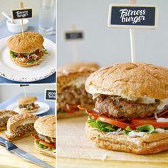 Fitness hamburger s nízkotučným domácím dresingem Salmon Burgers, Hamburger, Ale, Pizza, Healthy Recipes, Foods, Ethnic Recipes, Fitness, Recipes