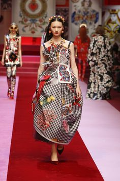 Discover Videos and Pictures of Dolce & Gabbana Summer 2018 Womenswear Fashion Show on Dolcegabbana.com.