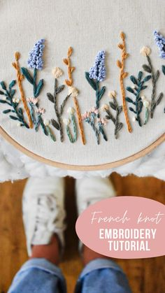 Diy Embroidery Thread, French Knot Embroidery, Embroidery Flowers Pattern, Modern Embroidery, Embroidery Art, Embroidered Flowers, Embroidery Stitches, French Knots, Satin Stitch
