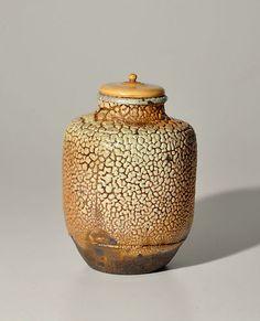I love tea caddys Japanese Ceramics, Japanese Pottery, Japanese Porcelain, Japanese Art, Tea Canisters, Japanese Tea Ceremony, Tea Box, Tea Caddy, Chawan