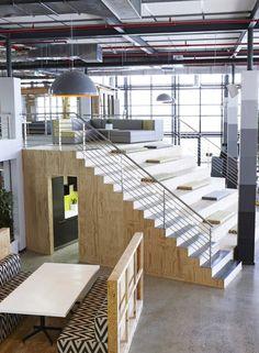 Stufen sitzen, Treppe, Schalungsholz, Gruppenbereich, Office,