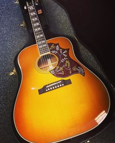 Just arrived is this beautiful @gibsonguitar Hummingbird, it absolutely just sings!!! #gibsonguitars #acousticguitar #hummingbird #sunburst #pmtnorwich #01603666891 #pmthouseofrock
