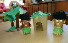 Černošská vesnička Christmas Ornaments, Holiday Decor, School, Home Decor, School Fair, Manualidades, Africa, Animaux, Crafting