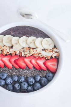 Vegan Berry Crunch Smoothie Bowl // In need of a detox? Get your teatox on with 10% off using our discount code 'Pinterest10' on www.skinnymetea.com.au X