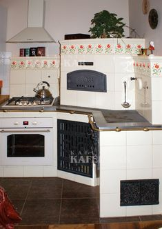 Kafle piecowe, kuchnie kaflowe, piece kaflowe, producent kafli piecowych - Kaflarnia KAFEL-KAR Kitchen Cupboard Storage, Kitchen Cupboards, Hill Country Homes, Stove, Living Room, House, Home Decor, Bar Grill, Vintage Kitchen