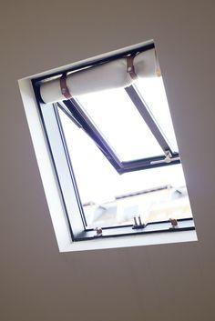 Fenêtre De Toît, Castes. Rideaux Bohème. Appartement Dans Les Combles.  Lslarchitects.