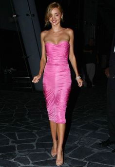 Miranda Kerr is Pretty In Pink: Photo Miranda Kerr looks stunning as she leaves a hotel in downtown New York City on Tuesday (September The Australian model attended a cocktail party… Trendy Dresses, Short Dresses, Miranda Kerr Style, Miranda Kerr Body, Pink Street, Malta, Pretty In Pink, Pink Dress, Strapless Dress Formal
