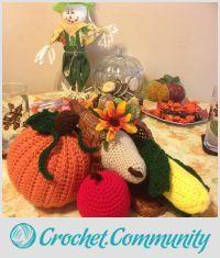 EDITOR'S CHOICE (09/15/2015) Cornucopia Center Piece by jujube1960 View details here: http://crochet.community/creations/3686-cornucopia-center-piece