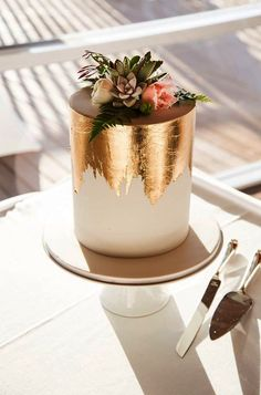 Gold foil small cake More You are in the right place about wedding cakes table Here we offer you the most beautiful pictures about the wedding cakes ombre you are looking for. When you examine the Gold foil small cake . Pretty Cakes, Beautiful Cakes, Beautiful Birthday Cakes, Fancy Sprinkles, Edible Gold Leaf, Engagement Cakes, Engagement Parties, Engagement Cake Toppers, Engagement Ring