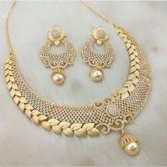 Three Great Ways To Find Cheap Diamond Rings Gold Jewellery Design, Gold Jewelry, Handmade Jewellery, Gold Necklace, India Jewelry, Jewelry Sets, Gold Set, Necklace Designs, Luxury Jewelry