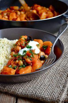kalejdoskop kulinarny: Sycylijska potrawka z dyni z ciecierzyca, oliwkami i rodzynkami.