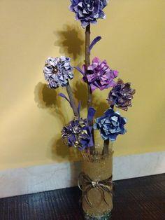DIY Arreglo hecho con flores de cartón de huevo /Flower arrangement made...