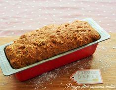Vaalea vuokaleipä, pieni viipale ihanaa voikkuleipää — Peggyn pieni punainen keittio Salty Foods, Banana Bread, Food And Drink, Pizza, Baking, Desserts, Recipes, Eat, Drinks