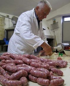 La Tavola Marche: Meat Curing Homemade Sausage & Salami Recipes There are a lot of new bbq gadgets for you to check out Salami Recipes, Homemade Sausage Recipes, Italian Sausage Recipes, Meat Recipes, Cooking Recipes, Healthy Recipes, Charcuterie, How To Make Sausage, Sausage Making