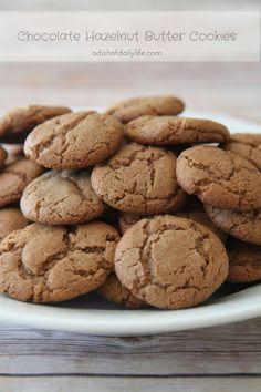 Hazelnut Butter Cookies Chocolate Hazelnut Butter Cookies - a new twist on an old family favorite!Chocolate Hazelnut Butter Cookies - a new twist on an old family favorite! Cookie Desserts, Just Desserts, Delicious Desserts, Dessert Recipes, Yummy Food, Cookie Favors, Kiss Cookie Recipe, Butter Cookies Recipe, Yummy Cookies