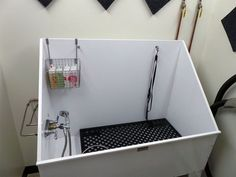40 Easy Dog Wash Station Ideas at Home - Tail and Fur Dog Grooming Tools, Dog Grooming Shop, Dog Grooming Salons, Dog Grooming Business, Dog Bathing Station, Diy Dog Wash, Dog Bath Tub, Building A Dog Kennel, Dog Shower