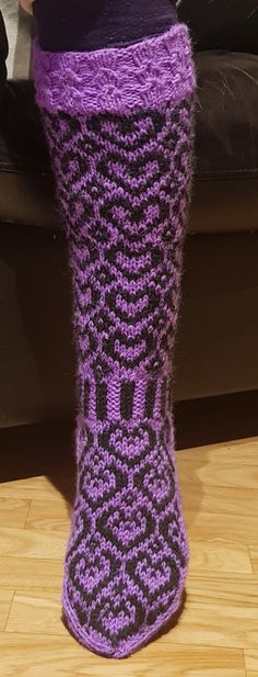 Sydänsaumat | Nojatuolin uumenista Knitting Socks, Boots, Fashion, Tutorials, Knit Socks, Crotch Boots, Moda, Fashion Styles, Shoe Boot