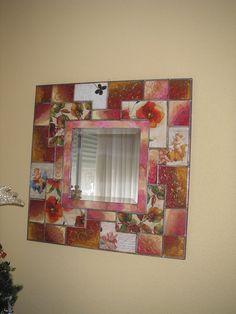 """Espejo con marco decorado estilo """"pachtwork"""""""