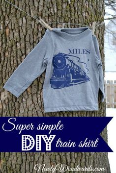 This train shirt made with the Silhouette will delight any toddler boy (or young adult girl)! And it's so simple, you can whip it up in 20 minutes. Silhouette Cutter, Silhouette Machine, Silhouette Design, Silhouette Cameo Tutorials, Silhouette Projects, Silhouette Portrait, Vinyl Cutter, Vinyl Crafts, Kids Diy