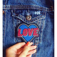 """Denim jacket Patch """"Love"""" - brinde Revista Elle Brasil"""