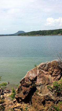20. Greers Ferry Lake: The reservoir formed by Greers Ferry Dam is also often ranked as one of the top ten clearest, cleanest, and most pristine lakes in all of North America. That's Sugarloaf mountain in the background.