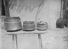 Fél Edit FőcímKörtealakú rézbográcsok Alcím Tartalmi leírásBaján készítik őket. Csaknem minden házban akad egy-kettő belőlük. A kisebbekben halat főznek a férfiak, a nagyobban lekvárt és paradicsomot az asszonyok. Készítés ideje1950.05. Készítés helyeSzeremle     Pest-Pilis-Solt-Kiskun vm.     Magyarország