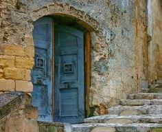 Blue door, Italy