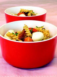 Ensalada de pasta con vinagreta de tomates secos/ Pasta salad with dry tomatoes vinagrette
