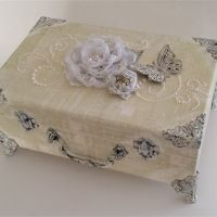 A gallery of inspiration when you are looking for ideas on creating altered art projects - brought to you by the ButterBeeScraps team Cigar Box Projects, Cigar Box Crafts, Art Projects, Shabby Chic Crafts, Vintage Crafts, Shabby Vintage, Vintage Decor, Altered Cigar Boxes, Wooden Keepsake Box