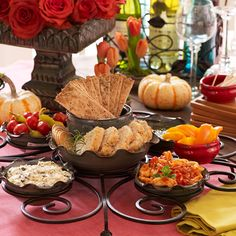The Biltmore Inspirations Buffet Server is great!  It makes for a great display when you are entertaining friends and family.  www.InspiredWaysBlog.com