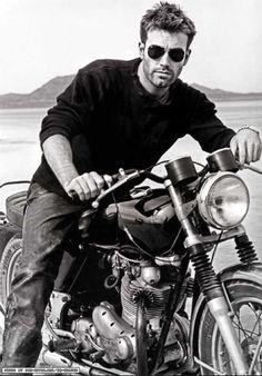 http://www.dusk-tv.com http://www.dusktv.nl Ben Affleck..men + motorcycles <3                                                                                                                                                                                 Más