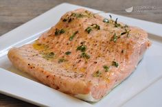 Baked salmon fillet is a second dish based on fish, simple to prepare, but very tasty. Salmon cooks in the pan covered with kitchen aluminum, maintaining flavor and softness. Fish Recipes, Seafood Recipes, Dinner Recipes, Healthy Recipes, Fish And Meat, Salmon Fillets, Baked Salmon, Antipasto, Cooking Time